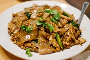 chicken pad see ew rice noodles fried with soy sauce holly