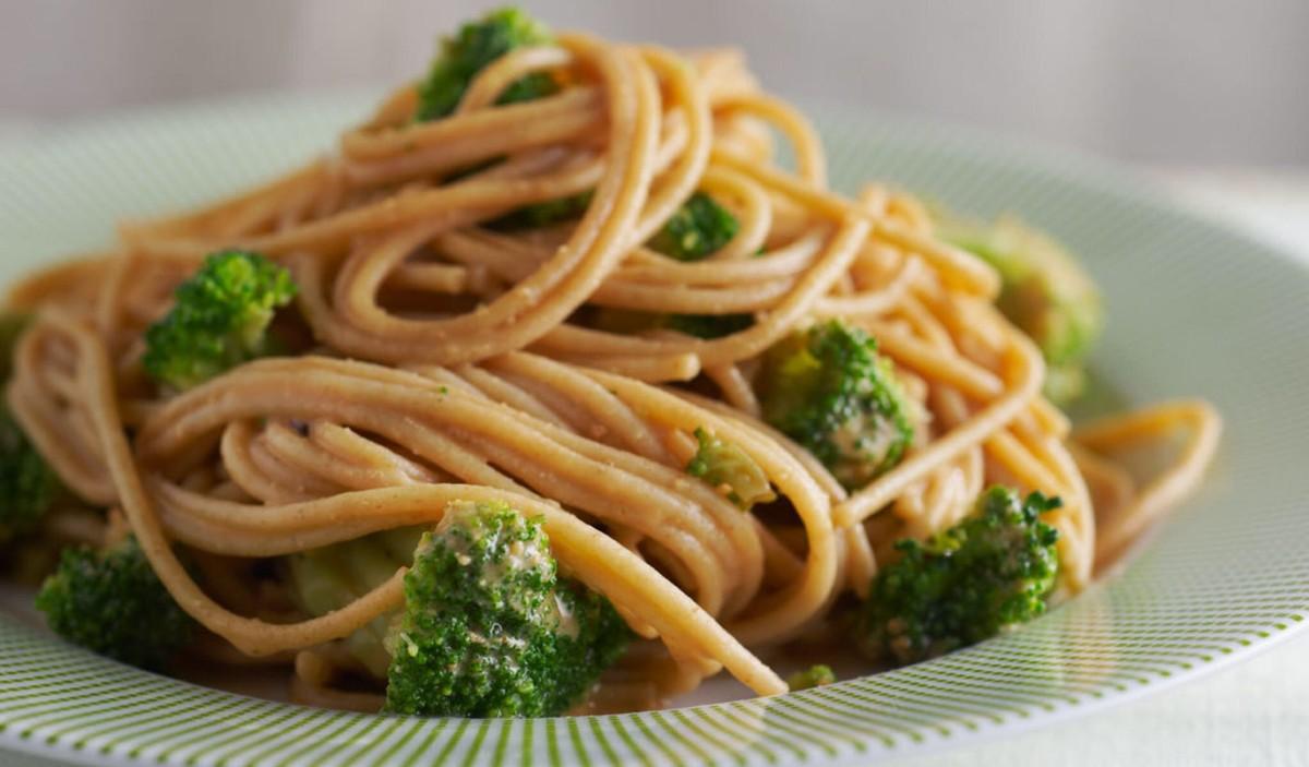 Asian noodles peanut sauce