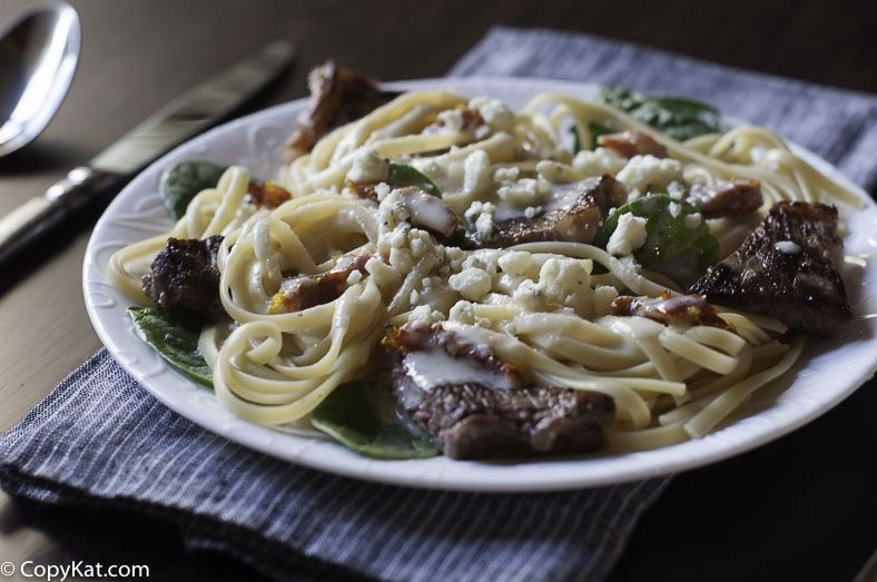 Ingredients. 3/4 pound fettuccine noodles (regular, whole wheat, or gluten free) 2 boneless skinless chicken breasts, cut into 1/2 inch cubes; 3 t. extra virgin olive oil, divided.