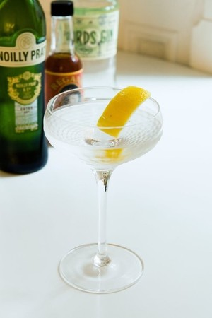 The 9 Bottle Bar Recipe Dry Martini Drink Recipes From Kitchn Jurette Copy Me That
